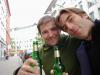 06/2013: Stefan Mayr und Nico Schröder stoßen auf die Kiosk-Lesung an